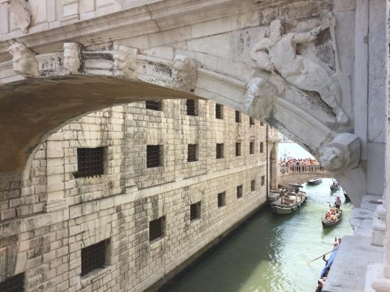 Doges Palace, Ponte dei Sospiri or Bridge of Sighs, Venice, Italy